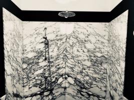Rivestimento doccia in marmo Arabescato